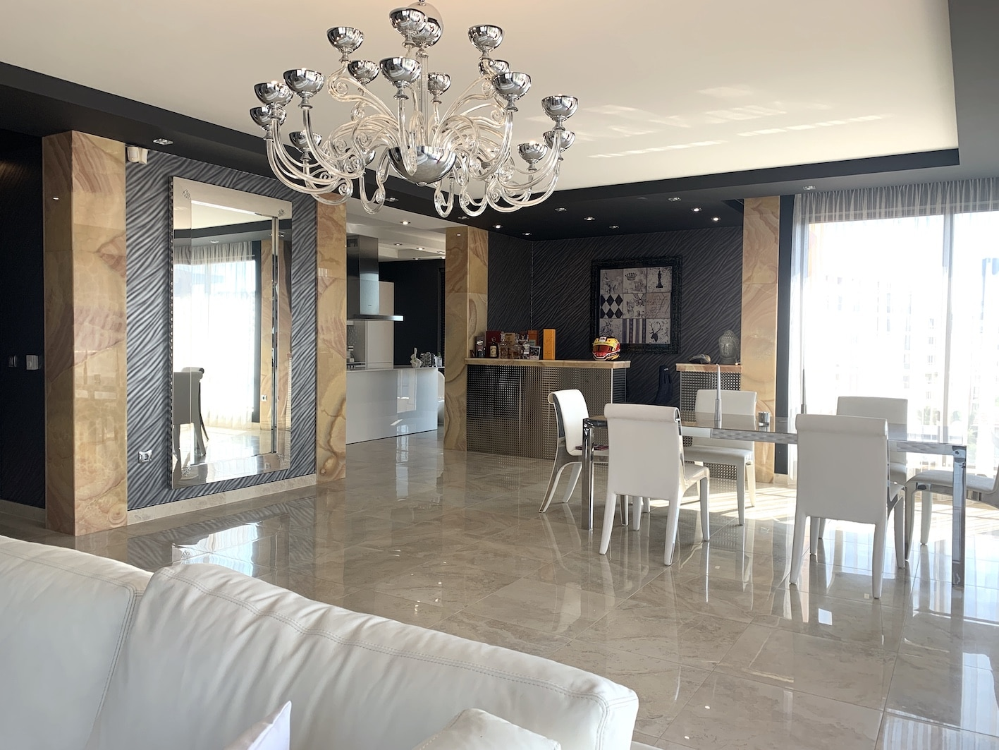Луксозен тристаен апартамент